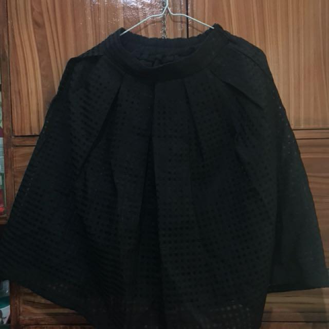 Eyelet pleated black skirt