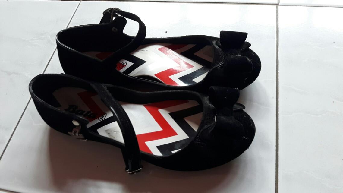 Flat shoes bata
