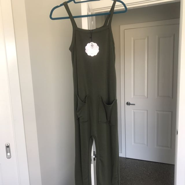 GREEN JUMPSUIT NEVER WORN