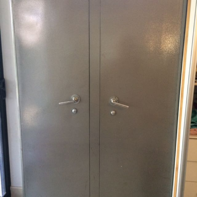 Heavy duty lockable cabinet