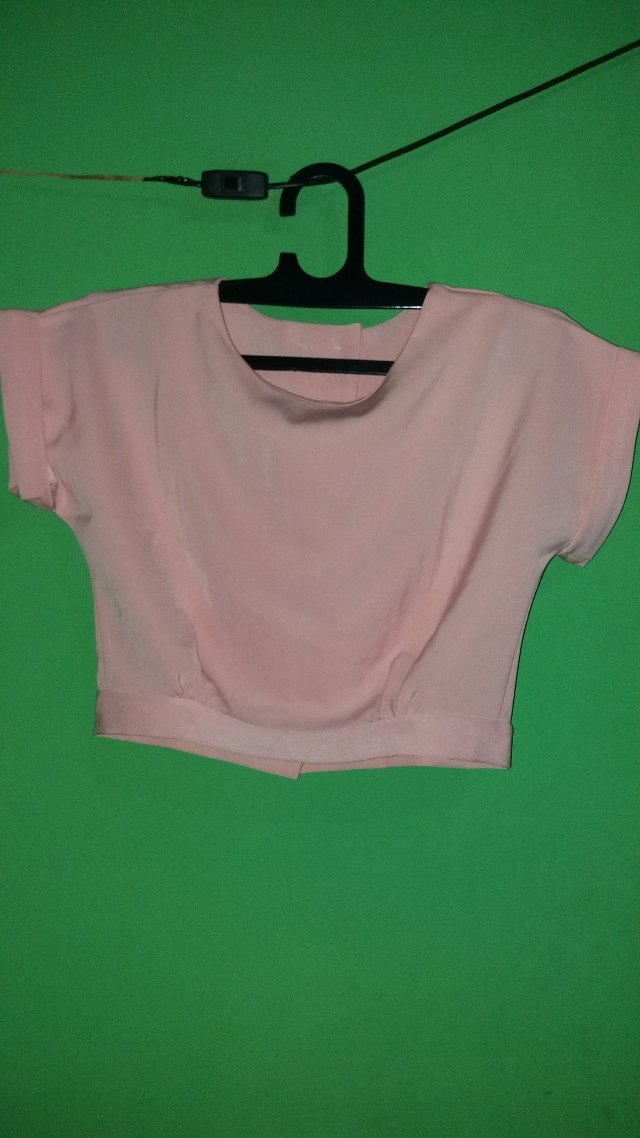 kaos/baju pink crop top
