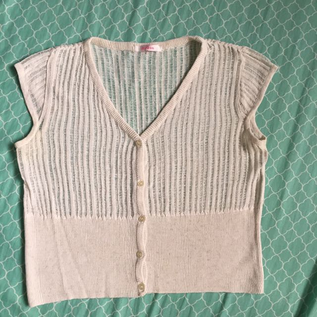 Knitted crop to