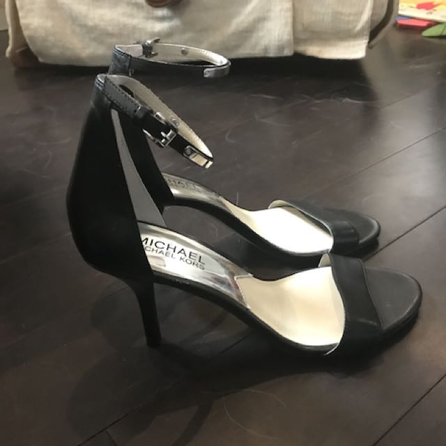 Michael Kors black leather shoes 6.5