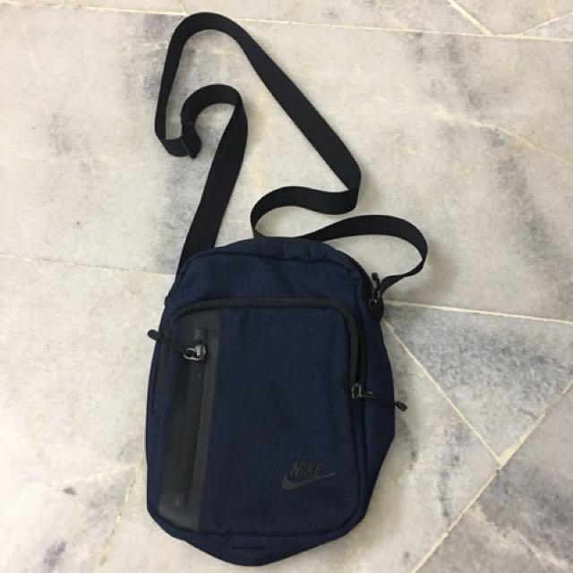 97de3ddfda9d Nike Core Small Items 3.0 Pouch Bag - Sling