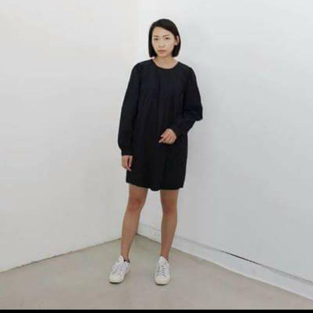 ONTOP黑色廓形皺摺洋裝
