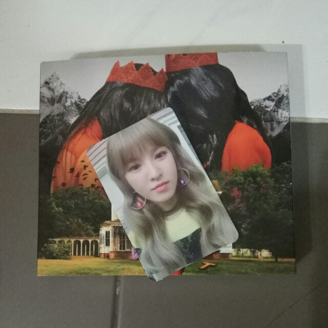 [ALBUM SOLD] Red Velvet Official Perfect Velvet Album with Wendy Photocard Set