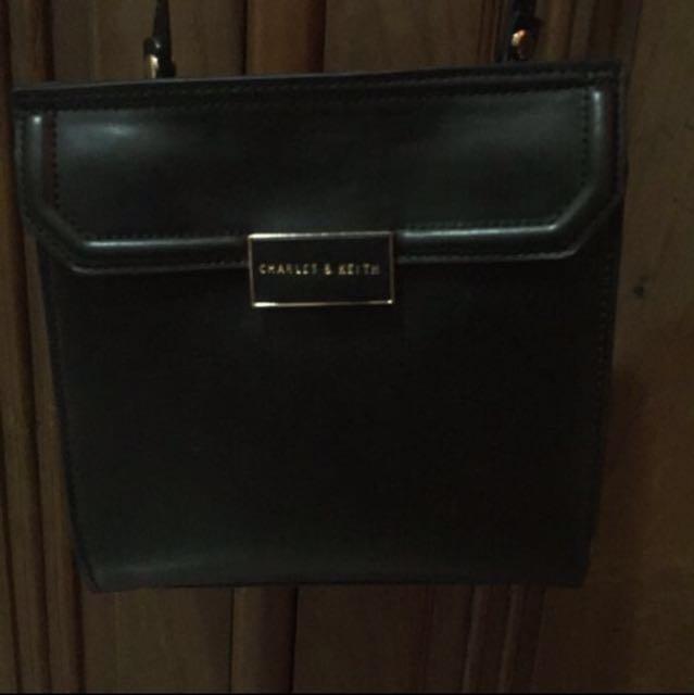 Reprice sling bag charles & keith