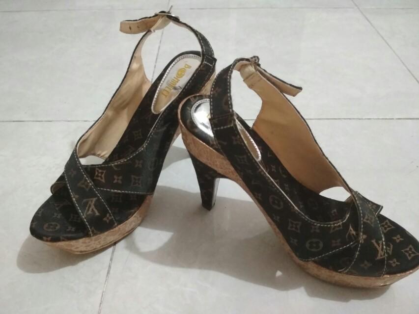 Sepatu  heels LV