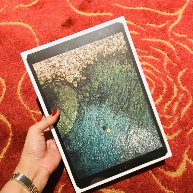 Space Gray iPad Pro (10.5-inch) Wi-Fi 64GB