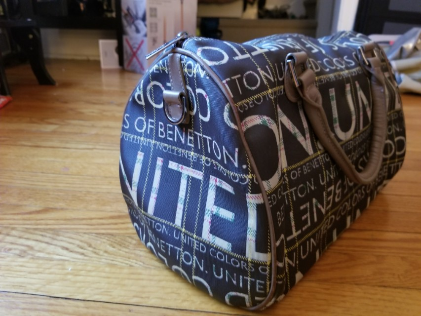 United colours of benetton handbag. Same material as louis vuitton. Retails for $99. Excellent condition. Hand and shoulder straps. Lined. Inside pocket. Pick up Beaches or Yorkville or St.Andrews TTC STATION. Message with preferred time .