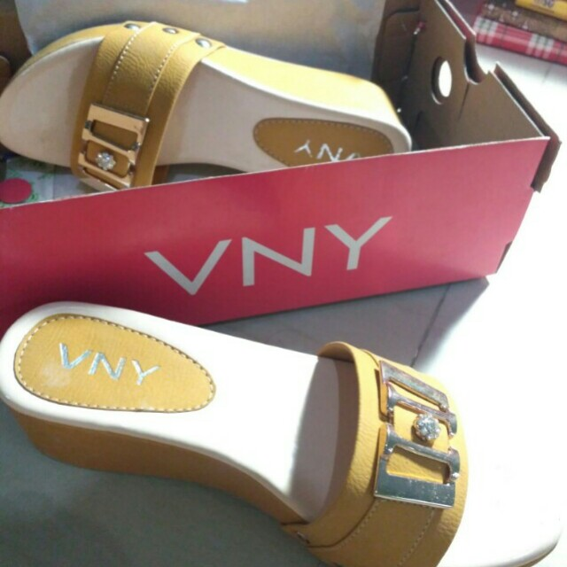 SALE!! VNY WEDGES