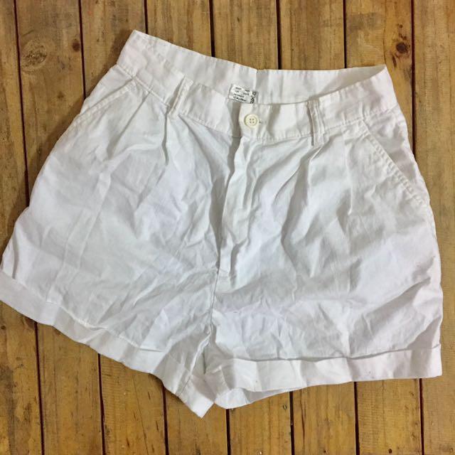 White highwaist short