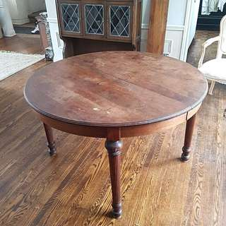 Dining room table with 2 leaves