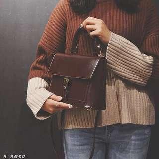 🔹 韓版復古感手提單肩斜背包