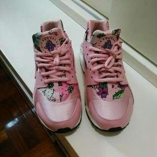 Nike Huarache Size 38