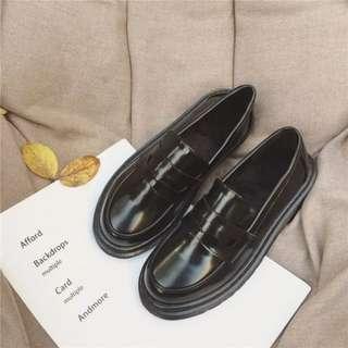 萬年不敗 簡約復古圓頭百搭英倫風厚底漆皮鞋 皮鞋 樂福鞋 厚底鞋 休閒鞋