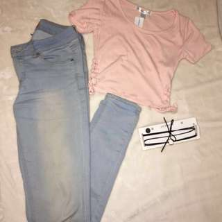 Peach colour top and skinny jeans