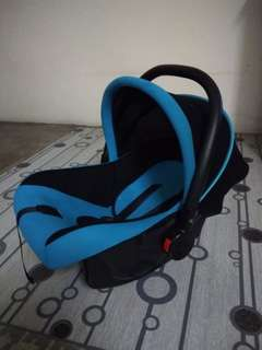 Louis Le Petit Baby Carrier Car Seat