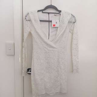 White lace v-neck dress size 8