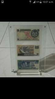 Singapore $1 Dollar Currency Banknote in Acrylic Frame