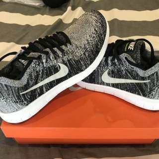 BNIB Mens Nike Free Run Flyknit