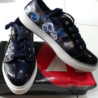 Airwalk Jane Navy Flower Print