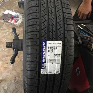 225/65/17 Latitude Tour Michelin Tyre