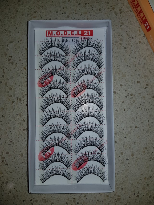 10 pairs of lashes