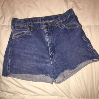 Wrangler denim shorts - size 32