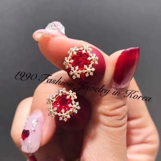 Snowflake wine red ball ball earrings 金色雪花球波波耳環