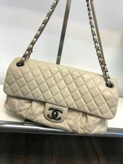 90% new Chanel 米白色