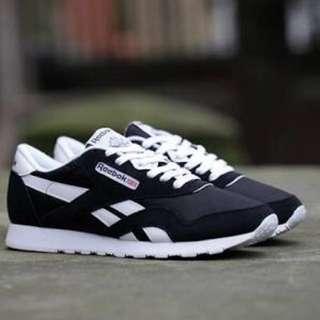 Reebok Classic Black/White Size 7