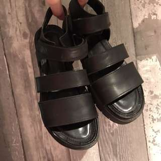 Hibou strappy velcro sandals