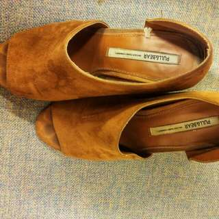 Pull and Bear Suede d'Orsay Pumps