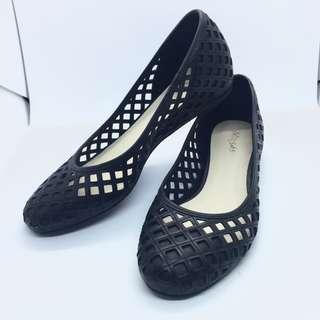 miss sofi 雷射格紋雕刻楔形女鞋低跟鞋黑色 #有超取最好買