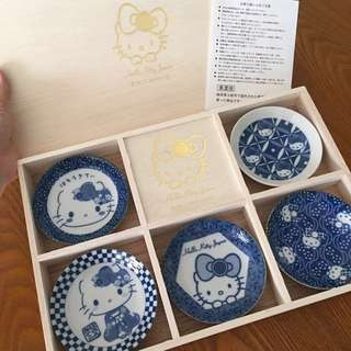 LIMITED EDITION HELLO KITTY CERAMIC MINI PLATES/SAUCER *MADE IN JAPAN*