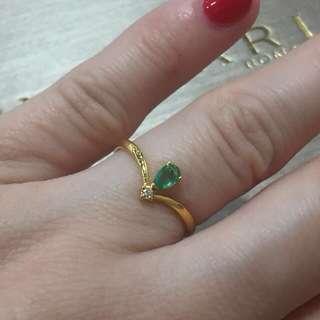 18k gold emerald ring with diamonds  18k 金祖母綠鑽石戒指
