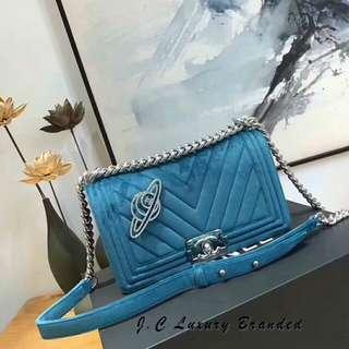 Chanel Leboy天鹅绒 V字型