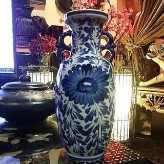 """Chinese Antique Blue White Vase 12"""" Tall"""