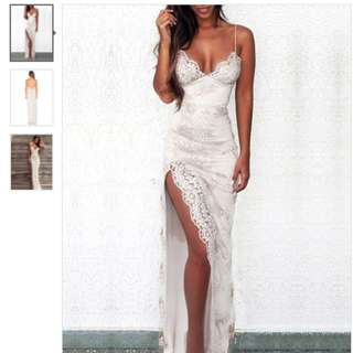 LOOKING FOR FORMAL LACE DRESS BURGUNDY/WINE/RED