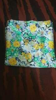Hijab segiempat motif bunga