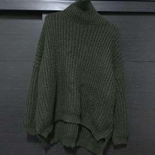 綠色半高領針織上衣