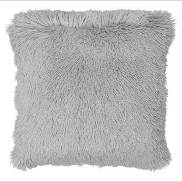 2x grey fluffy cushions