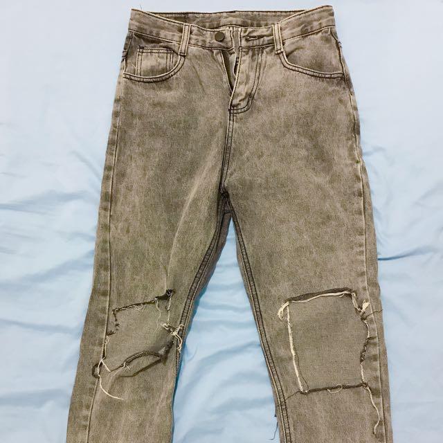 灰色水洗刷破男友牛仔褲