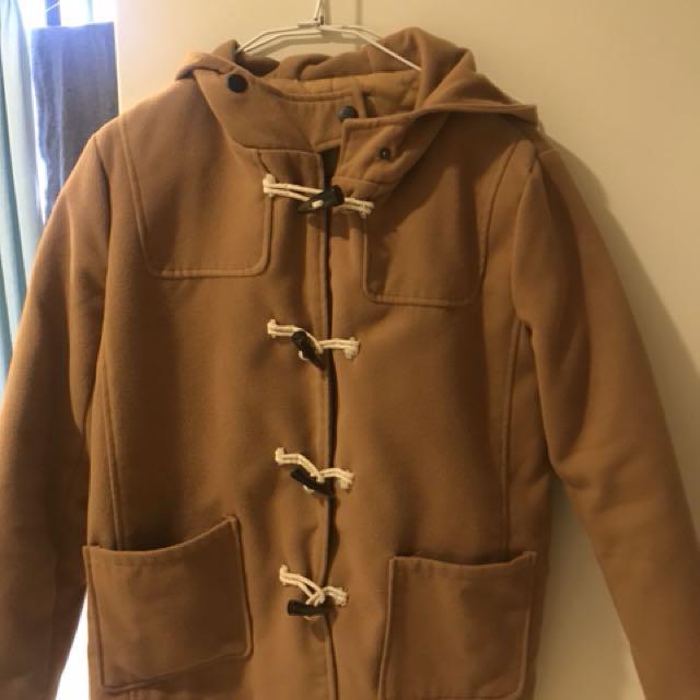 超美駝色牛角釦外套