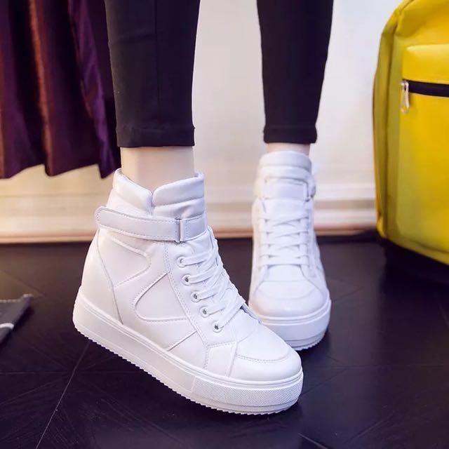 白色內增高球鞋