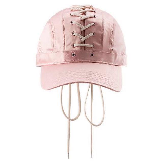 熱銷到缺貨的  Fenty雷哈娜粉色綁帶帽 台灣買不到的價格 百搭的神帽一頂帥到頂