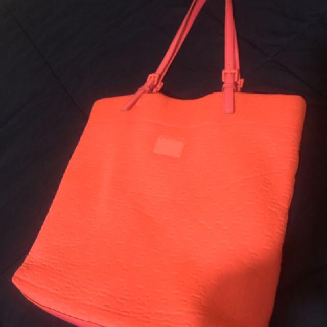 61d3d07ef53a Authentic michael kors neoprene tote bag, Women's Fashion, Bags ...