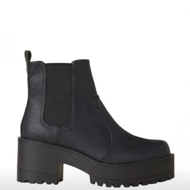Black eamon boots