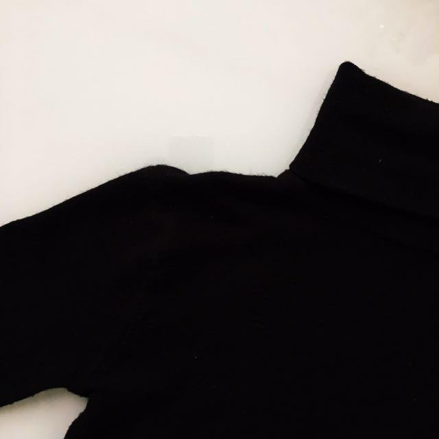 Black wool turtleneck size XS